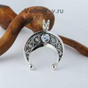 Оберег Лунница из серебра с топазом