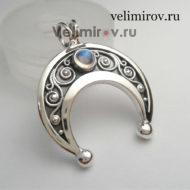 Оберег Лунница из серебра с лунным камнем